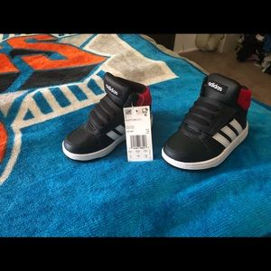 NWT Adidas Toddler Size 7 Hi Top sneakers